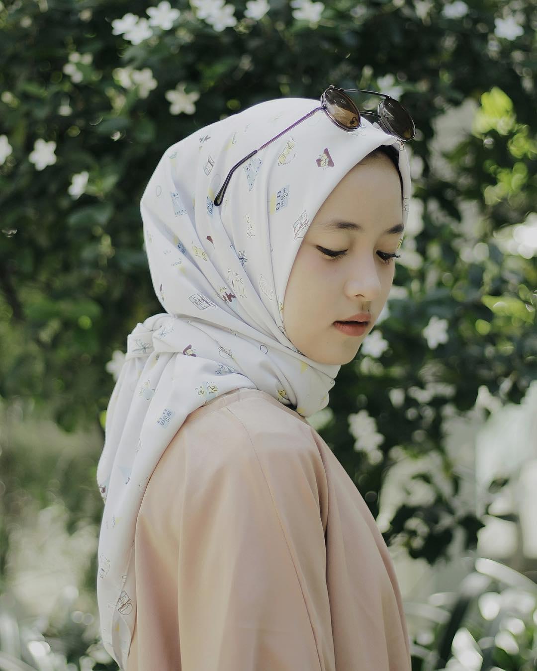 model jilbab segi empat motif