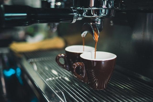 usaha warung kopi pinggir jalan